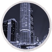 Marina City On The Chicago River In B And W Round Beach Towel by Steve Gadomski
