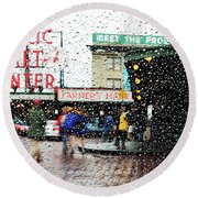 Market In Rain J005 Round Beach Towel