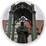 Martin Luther In Market Square Round Beach Towel