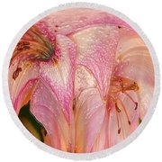 Melting Lilly Round Beach Towel