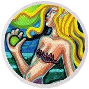 Mermaid With Pearl Round Beach Towel