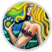 Mermaid With Pearl Round Beach Towel