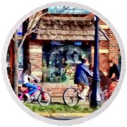Metuchen Nj - Bicyclists On Main Street Round Beach Towel