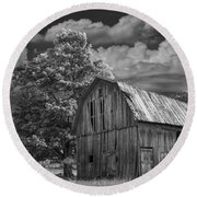 Michigan Old Wooden Barn Round Beach Towel