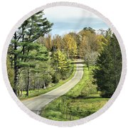 Middle Road In Autumn Round Beach Towel