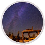 Milky Way Over Old Corral Round Beach Towel