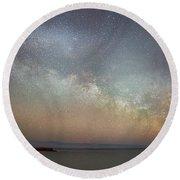 Milky Way Rising Round Beach Towel