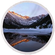 Spring Sunset At Mill's Lake In Rocky Mountain National Park, Colorado, Usa Round Beach Towel