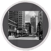 Milwaukee Street Scene B-w Round Beach Towel