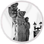 Miss Liberty And The Immigrant Family Round Beach Towel