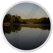 Mississippi River Mirror Like Water Round Beach Towel