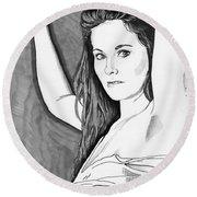 Model Shanna Round Beach Towel