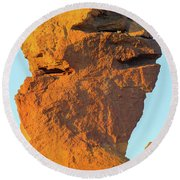 Monkey Face Pillar At Smith Rock Closeup Round Beach Towel