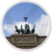 Monument On Brandenburger Tor  Round Beach Towel