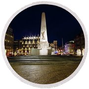 Monument On The Dam In Amsterdam Netherlands At Night Round Beach Towel