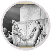 Monument Particular In Rome Round Beach Towel