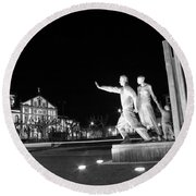 Monument To The Emigrant Round Beach Towel