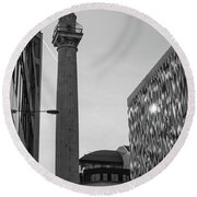 Monument To The Great Fire Of London Bw Round Beach Towel