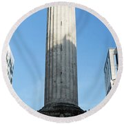 Monument To The Great Fire Of London Round Beach Towel