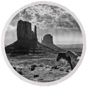 Monument Valley Horses Round Beach Towel