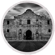 Moody Morning At The Alamo Bw Round Beach Towel
