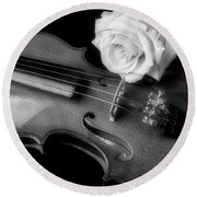 Moody Violin And Rose In Black And White Round Beach Towel