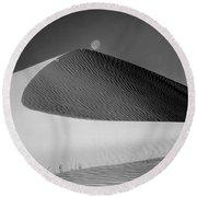 214804-bw-moon Over Dune  Round Beach Towel