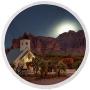Moonrise At Superstition Mountain Round Beach Towel