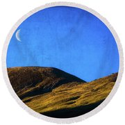 Moonrise Over Queenstown Round Beach Towel