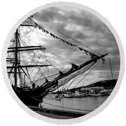 Moored At Hobart Bw Round Beach Towel