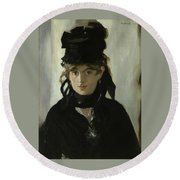 Morisot With A Bouquet Of Violets Round Beach Towel