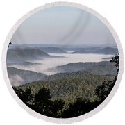 Morning Fog On Pine Mountain Round Beach Towel