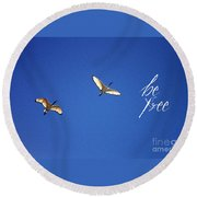 Motivational Quotes - Be Free Round Beach Towel