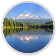 Mount Hood On A Sunny Day Round Beach Towel