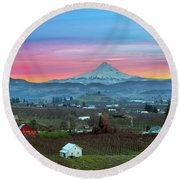 Mount Hood Over Hood River At Sunset Round Beach Towel