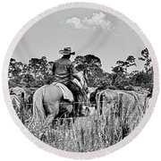 Moving Cattle Round Beach Towel
