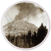 Mt. Lassen In Eruption Oct. 6, 1915 Round Beach Towel