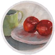 Mugging For Apples Round Beach Towel
