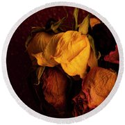 Multicolored Roses Wilting  Round Beach Towel