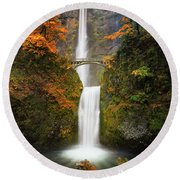 Multnomah Falls In Autumn Colors Round Beach Towel