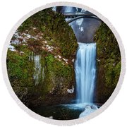 Multnomah Falls With Ice Round Beach Towel