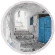 Narrow Alley And Stairway On Santorini Round Beach Towel