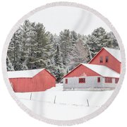 New England Farm With Red Barns In Winter Round Beach Towel
