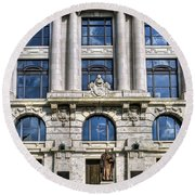New Orleans Court Building Round Beach Towel