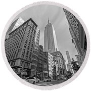New York Fifth Avenue Taxis Empire State Building Black And White Round Beach Towel