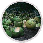 Niu Hawaiian Coconuts Hooululahui Kahekilinui Wailuku Round Beach Towel