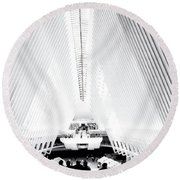 Nyc- Inside The Oculus In Black And White Round Beach Towel