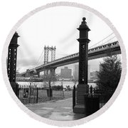 Nyc Manhattan Bridge Bw Round Beach Towel