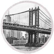 Nyc Manhattan Bridge In Black And White Round Beach Towel