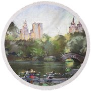 Nyc Resting In Central Park Round Beach Towel